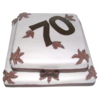 Dvoupatrový narozeninový dort s mašlí