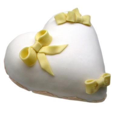 Svatební dort ve tvaru srdce - svatební dorty Praha