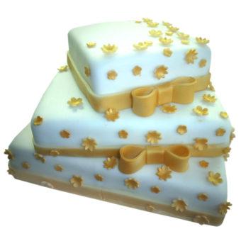 Třípatrový svatební dort s mašlemi - svatební dorty Praha