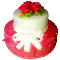 Dvoupatrový svatební dort s růžemi
