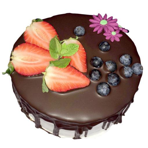 Krémový dort zdobený čerstvým ovocem